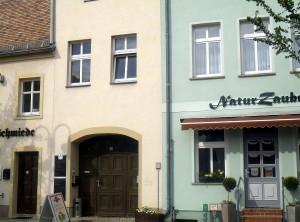 """Eingang """"Zur alten Schmiede""""  und """"Naturzauber"""""""